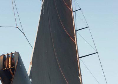 Orange_sails_maxi_yacht_2